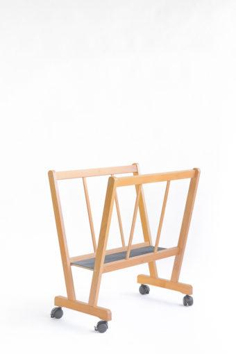PC-70-Porta-poster in legno di faggio con ruote e base antiscivolo-Cappelletto-particolare1002.jpg