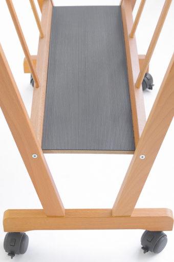 PC-70-Porta-poster in legno di faggio con ruote e base antiscivolo-Cappelletto-particolare1004.jpg